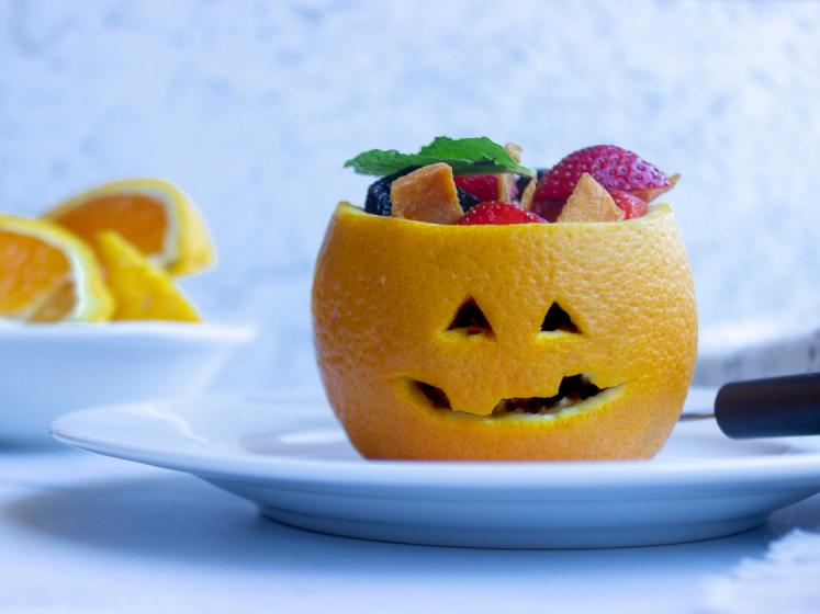 Easy to Make Orange Jack-O-Lantern Fruit Cups